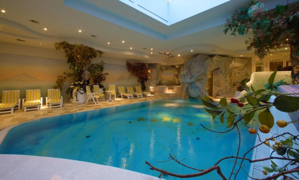 Alpen hotel corona vigo di fassa dolomiti hotel con for Piccoli piani di casa con piscina coperta